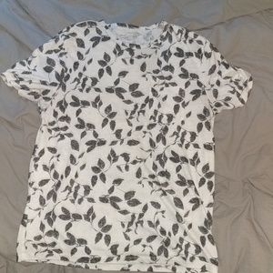 Old Navy medium leaf t-shirt